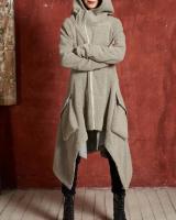 Langer asymmetrischer Mantel mit Kapuze
